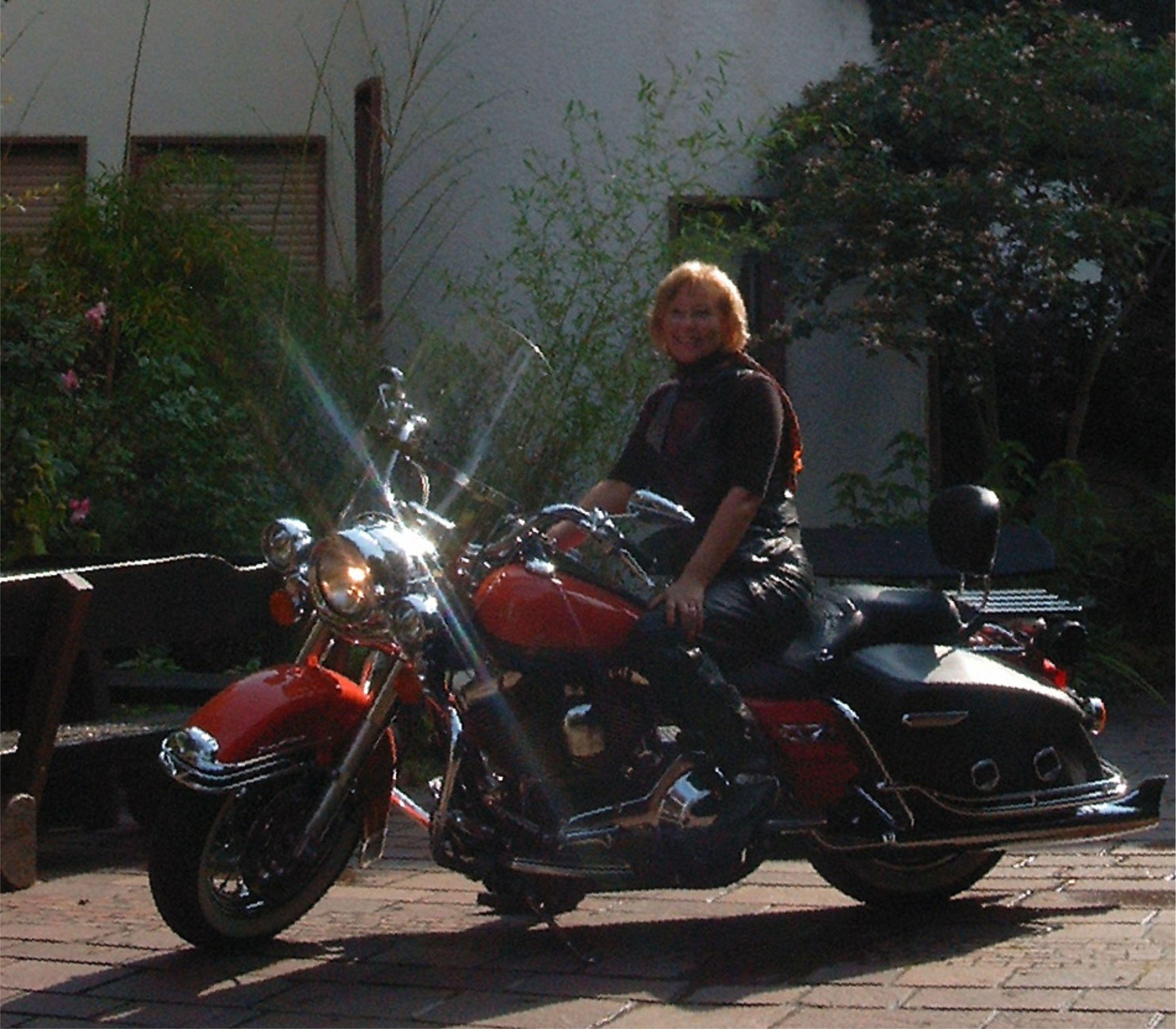 Motorrad im Hof